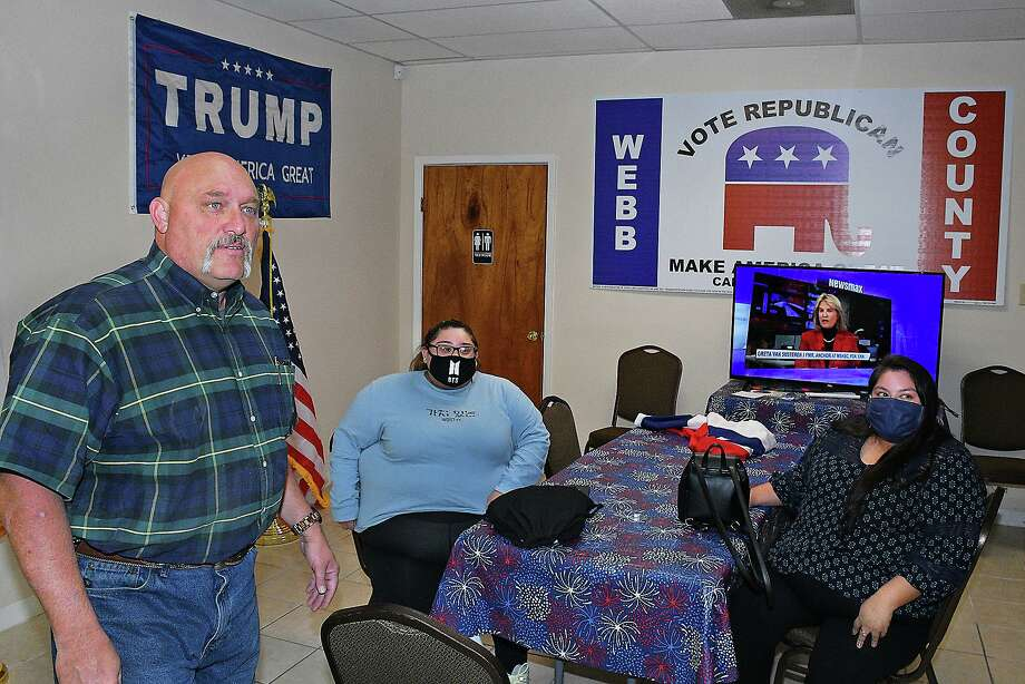 Frank Pomeroy, who ran for State Senate District 21, visited with Republican Party members in Laredo Wednesday, November 18, 2020 as part of his Thank You Tour and Sign Pick Up. Photo: Cuate Santos / Laredo Morning Times