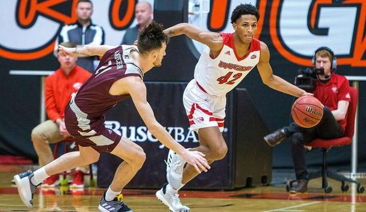 SIUE guard Shamar Wright works past an Eastern Kentucky defender in the backcourt during a regular-season game last year at the First Community Arena at the Vadalabene Center.