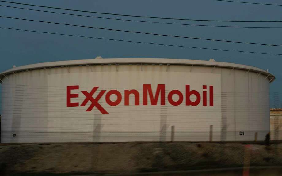 Part of the ExxonMobil facility in Baytown, TX, Thursday, Nov. 12, 2020. Photo: Mark Mulligan, Houston Chronicle / Staff Photographer / © 2020 Mark Mulligan / Houston Chronicle