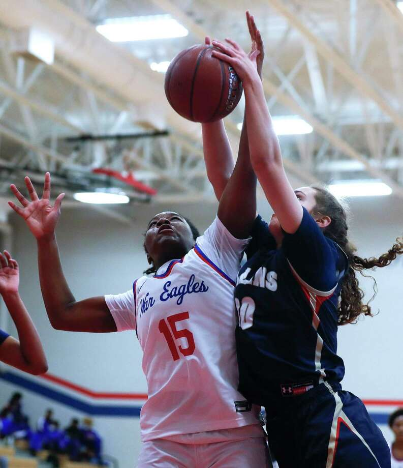 Oak Ridge forward Allison Owens (15), shown here earlier this month against Klein Collins, had 12 points and six rebounds againt Cypress Ranch on Tuesday. Photo: Jason Fochtman, Houston Chronicle / Staff Photographer / 2020 © Houston Chronicle