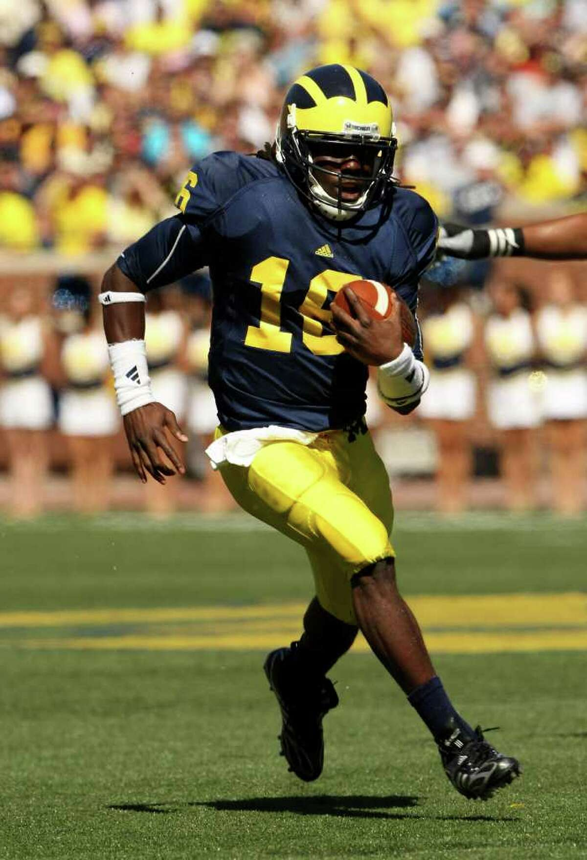 ANN ARBOR, MI - SEPTEMBER 19: Quarterback Denard Robinson #16 of the Michigan Wolverines carries the ball on a 36 yard touchdown run in the fourth quarter against the Eastern Michigan Eagles at Michigan Stadium on September 19, 2009 in Ann Arbor, Michigan. (Photo by Stephen Dunn/Getty Images) *** Local Caption *** Denard Robinson