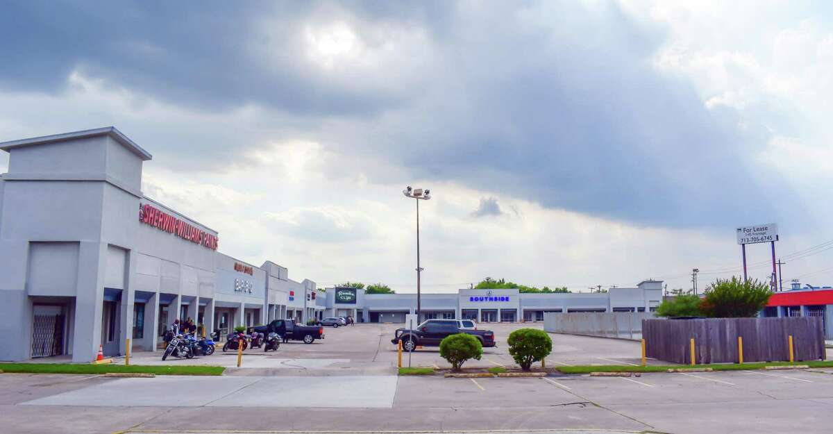 RMM Properties purchased the Centre South shopping center at 11030 Kingspoint Road in southeast Houston. NewQuest Properties brokered the sale.