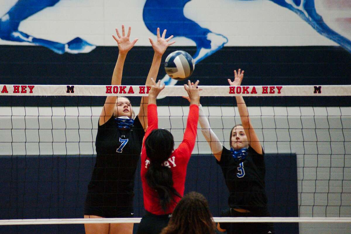 Terry's Cayla Anthony (2) tries to hit a shot past Friendswood's Sarah Sitton (7) and Friendswood's Kate Bueche (3) Tuesday, Nov. 24 at Manvel High School.
