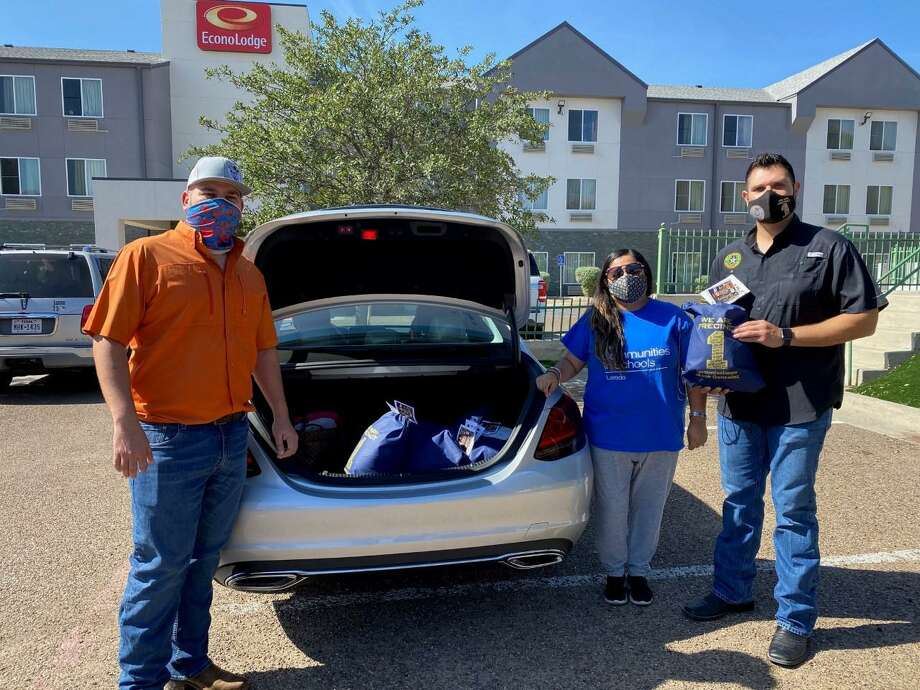 With assistance from Councilman Vidal Rodriguez and other local participants, Precinct 1 Commissioner Jesse Gonzalez distributed approximately 1,000 turkeys over the last couple of weeks. Photo: Courtesy Photo /Webb County Precinct 1 Commissioner's Office