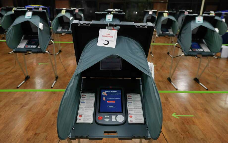 Montgomery County commissioners will address the county's aging voting machines to maintain voting integrity in an upcoming meeting. Photo: Jason Fochtman, Houston Chronicle / Staff Photographer / 2020 © Houston Chronicle