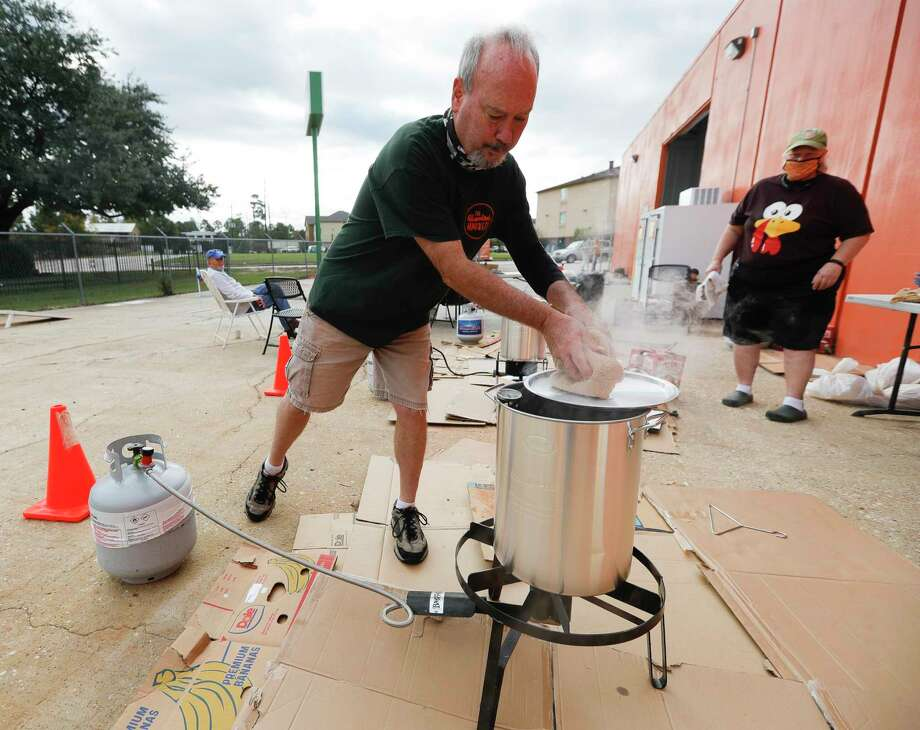 Paul McKelvey checks the temperatures as he helps fry 30 turkeys at The Abundant Harvest, Wednesday, Nov. 25, 2020, in Spring. Saint Isidore Episcopal Saint Isidore Episcopal Church hosted a turkey fry fundraiser and recently opened its cafe to company the organziation's kitchen and food pantry outreach. Photo: Jason Fochtman, Houston Chronicle / Staff Photographer / 2020 © Houston Chronicle
