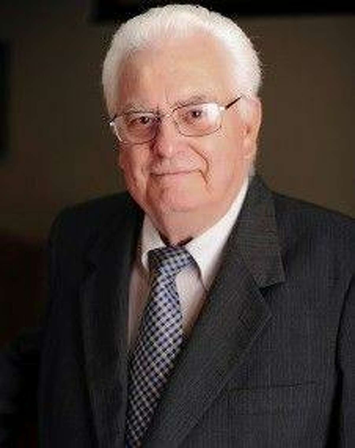 Bert Lynch, a CPA for 50 years in Conroe and a past president of the Rotary Club of Conroe, died on Thanksgiving Day.