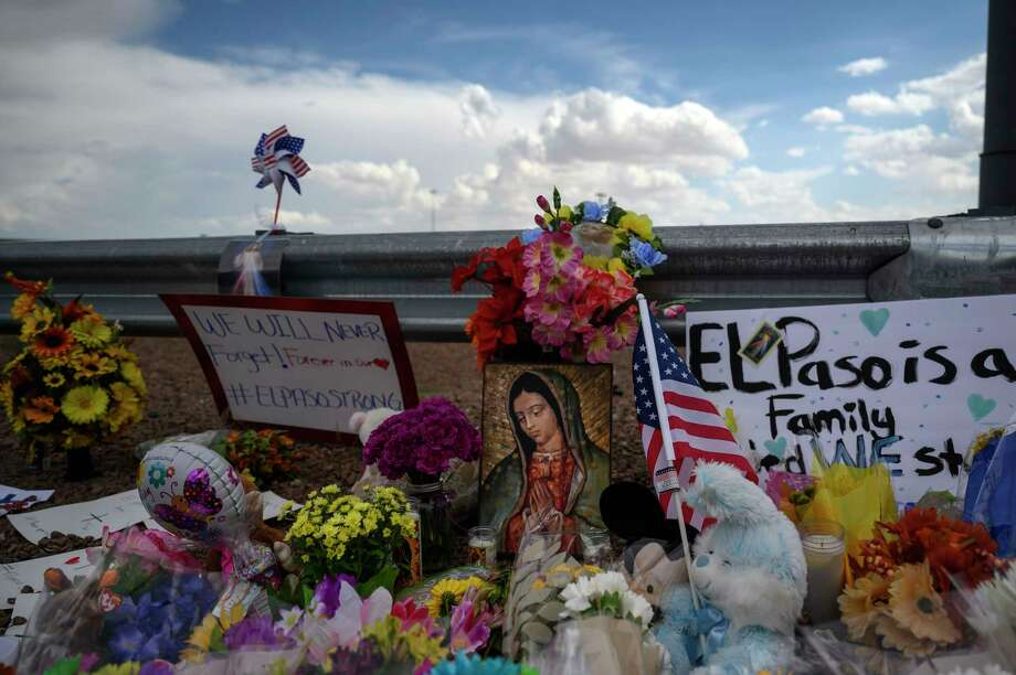 A memorial near the site of a mass shooting at an El Paso Walmart in August 2019. Photo: Washington Post Photo By Michael Robinson Chavez. / The Washington Post