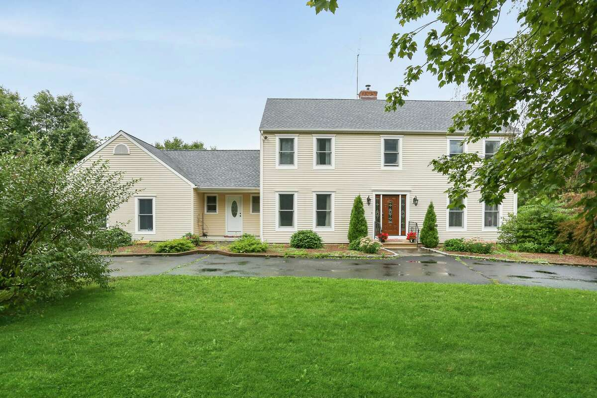 9 Burnham Road, New Milford