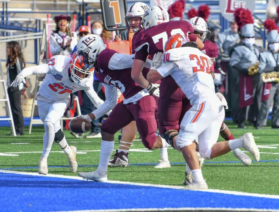 Lee's Shemar Davis scores a touchdown Friday, Nov. 27, 2020 at Grande Communications Stadium.     Jacy Lewis/Reporter-Telegram Photo: Jacy Lewis/Reporter-Telegram