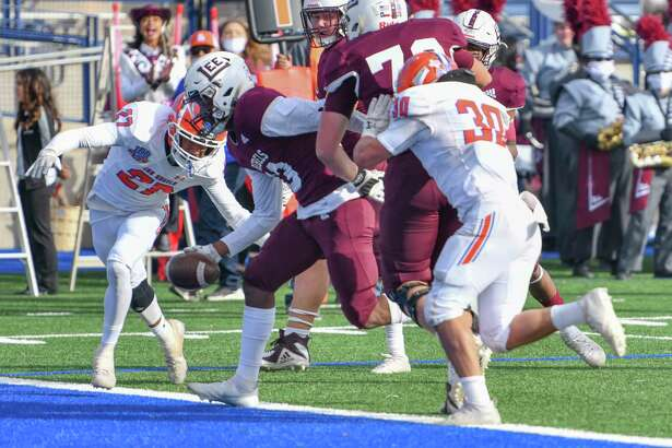 Lee's Shemar Davis scores a touchdown Friday, Nov. 27, 2020 at Grande Communications Stadium. Jacy Lewis/Reporter-Telegram