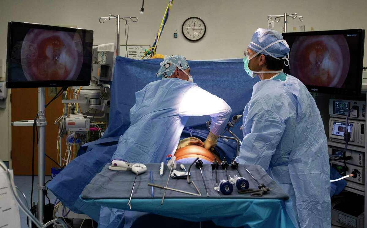 Dr. Felix Spiegel performs a bariatric surgery Tuesday, Nov. 24, 2020, at Memorial Hermann Memorial City Tower in Houston. Obese patients are undergoing the surgery because of the additional risk it poses in those who contract COVID-19.