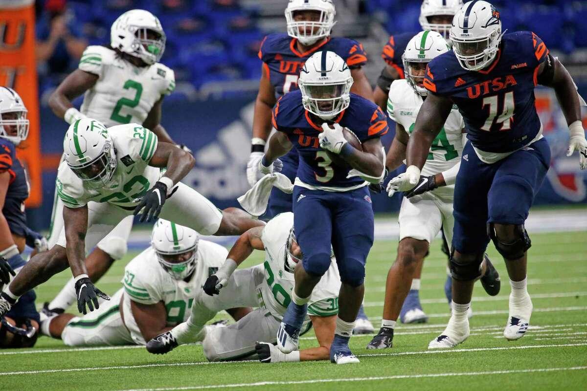 UTSA RB Sincere McCormick breaks a long run in the second quarter. UTSA vs. North Texas at the Alamodome on Saturday, Nov. 28. 2020. Halftime UTSA 28 North Texas 7