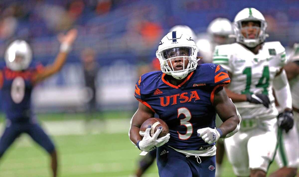 UTSA RB Sincere McCormick rambles for a touchdown in fourth quarter. UTSA vs. North Texas at the Alamodome on Saturday, Nov. 28. 2020. UTSA 49 North Texas 17