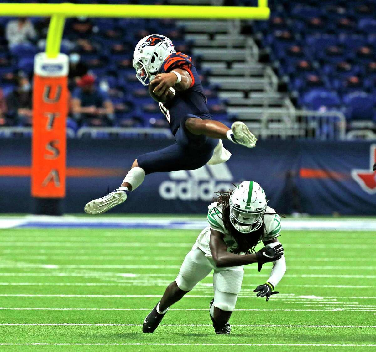 In switching its bowl plans, UTSA has shown that it is as nimble as quarterback Frank Harris was against North Texas.