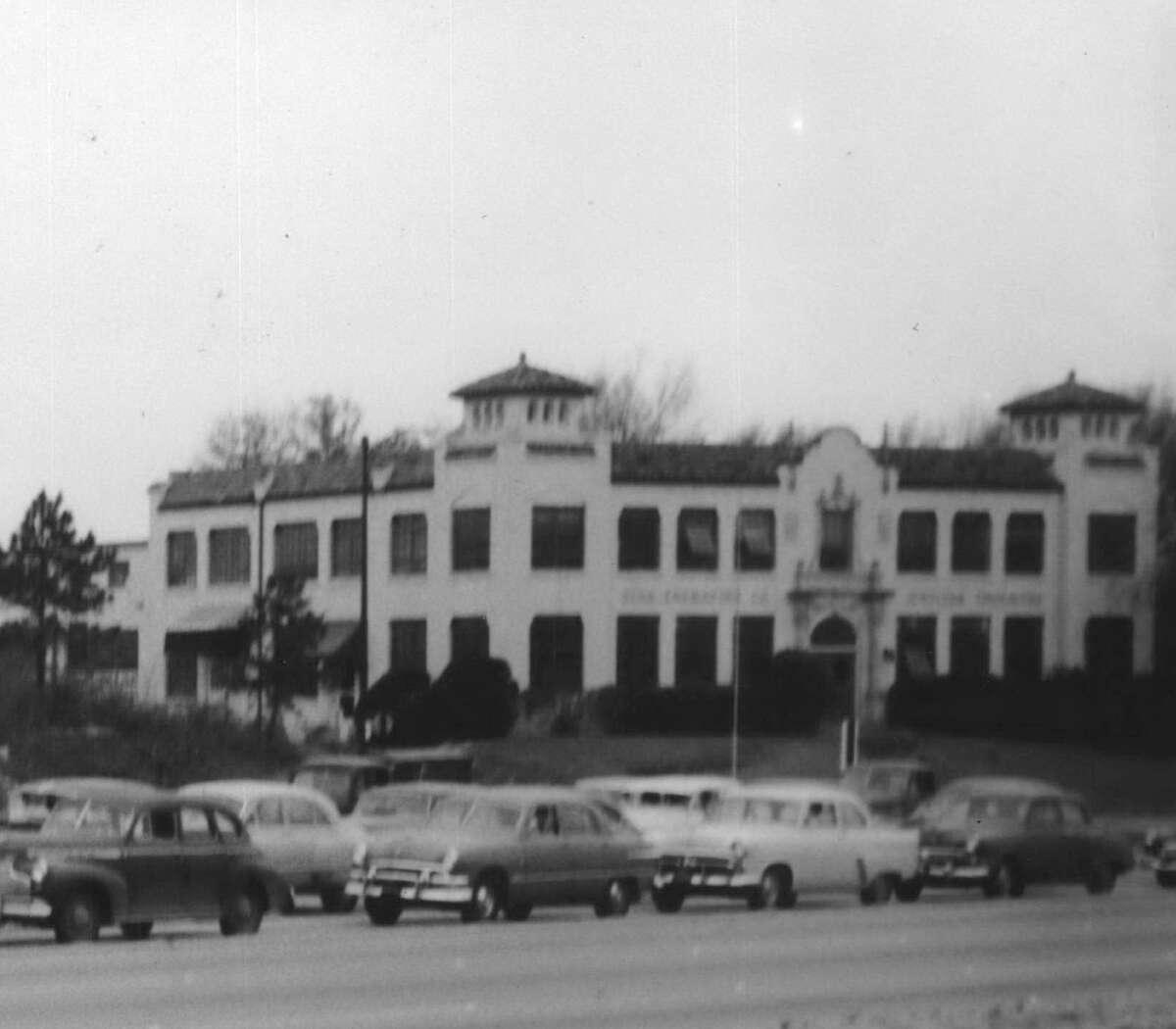 Star Engraving Company Building. 1953 traffic jam along Buffalo Drive, now Allen Parkway, near Waugh.