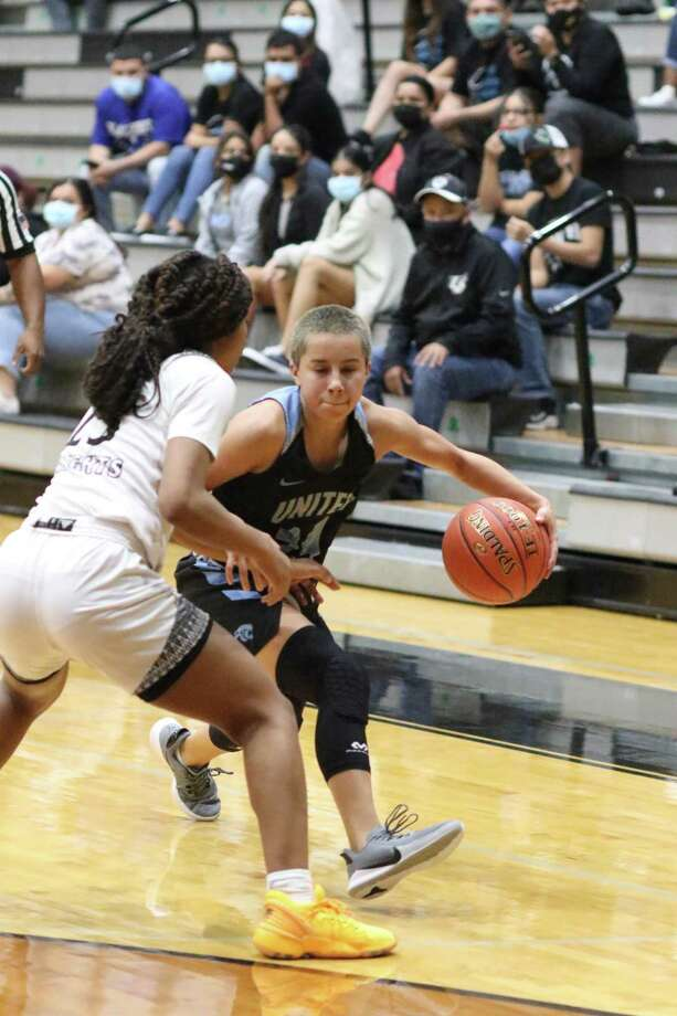 The United South Lady Panthers picked up their first win of the season as they defeated Edinburg on Saturday. Photo: Clara Sandoval /Laredo Morning Times