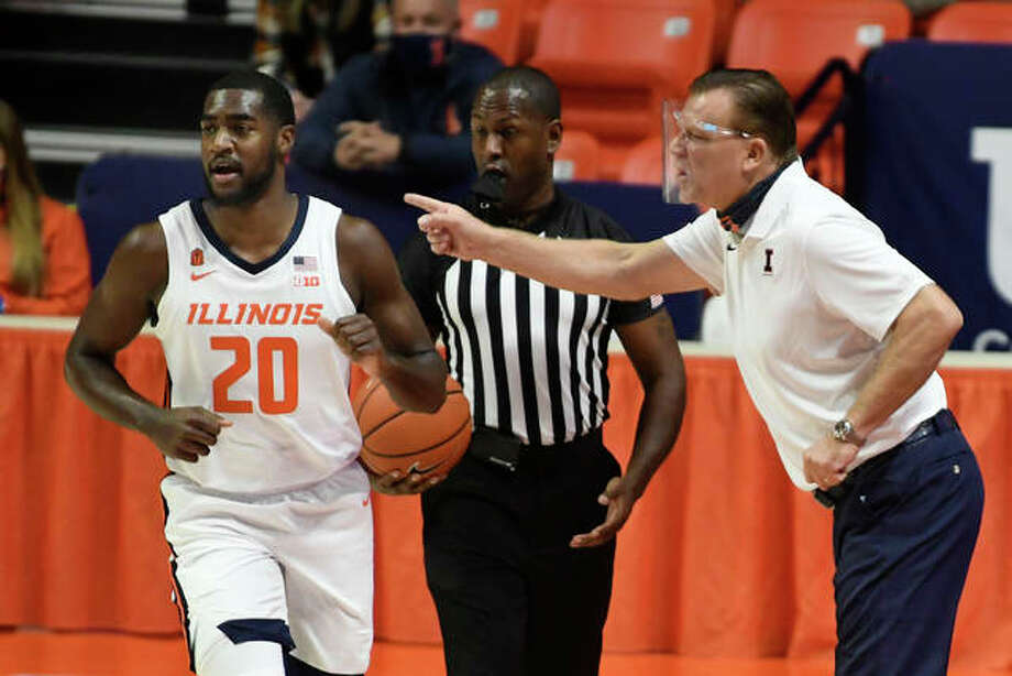 Illinois head coach Brad Underwood gives directions to Da'Monte Williams in the first half of an NCAA college basketball game against North Carolina A&T, Wednesday, Nov. 25, 2020, in Champaign, Ill. Photo: Associated Press