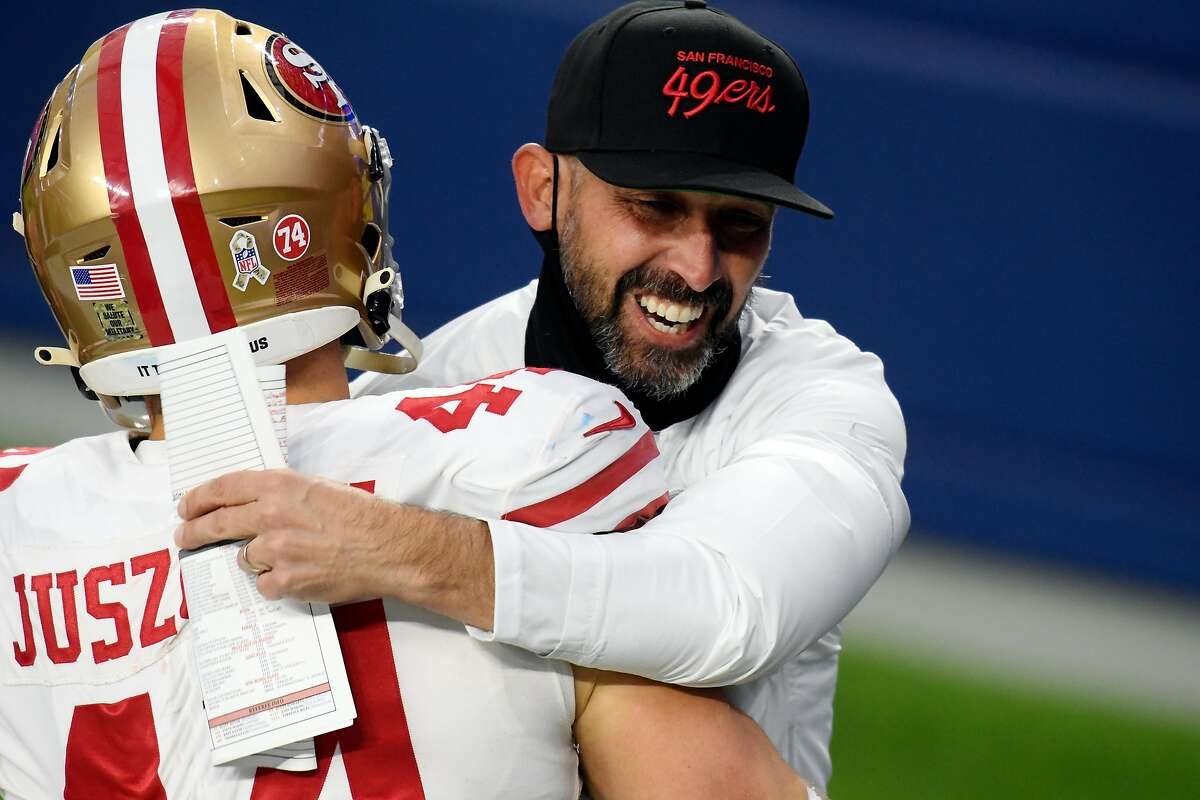 INGLEWOOD, CALIFORNIA - NOVEMBER 29: Head coach Kyle Shanahan of the San Francisco 49ers celebrates with Kyle Juszczyk #44 after defeating the Los Angeles Rams 23-20 at SoFi Stadium on November 29, 2020 in Inglewood, California. (Photo by Harry How/Getty Images)