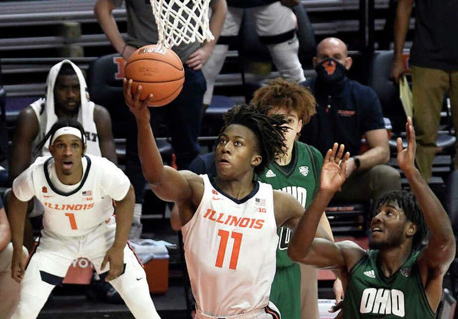 Illinois' Ayo Dosunmu (11) goes up for a shot past Ohio's Lunden McDay during the second half of a game Friday in Champaign. Photo: Associated Press