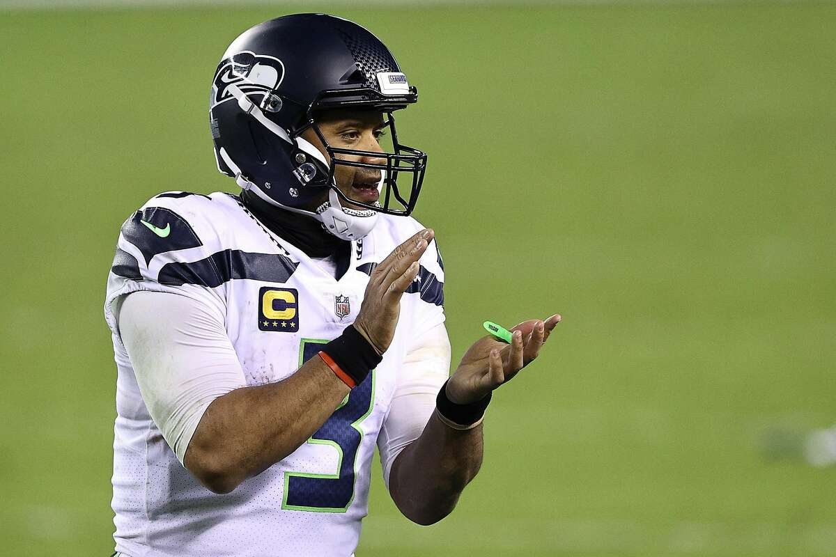 PHILADELPHIA, PENNSYLVANIA - NOVEMBER 30: Russell Wilson #3 of the Seattle Seahawks encourages his teammates at the two minute warning against the Philadelphia Eagles during the fourth quarter at Lincoln Financial Field on November 30, 2020 in Philadelphia, Pennsylvania. (Photo by Elsa/Getty Images)