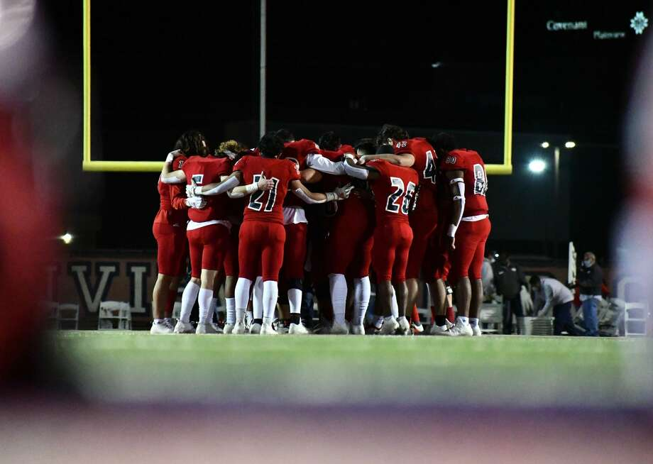 Seniors of the 2020 Plainview football team gather at midfield of Greg Sherwood Memorial Bulldogs Stadium following the conclusion of the last home game of their high school careers on Nov. 20, 2020. Photo: Nathan Giese/Planview Herald