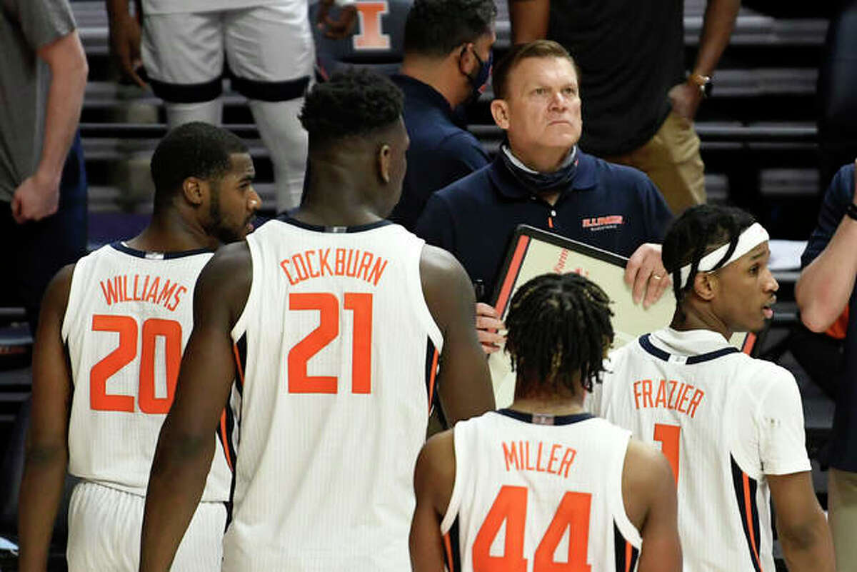 Illinois head coach Brad Underwood takes a critical time out late in the second half of an NCAA college basketball game against Ohio, Friday, Nov. 27, 2020, in Champaign, Ill.