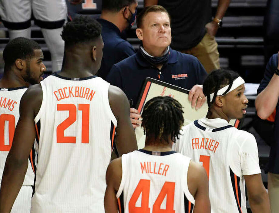 Illinois coach Brad Underwood takes a critical timeout late in the second half of Friday's two-point win over Ohio in Champaign. The No. 5-ranked Illini play No. 2 Baylor on Wednesday night in Indianapolis. Photo: Associated Press