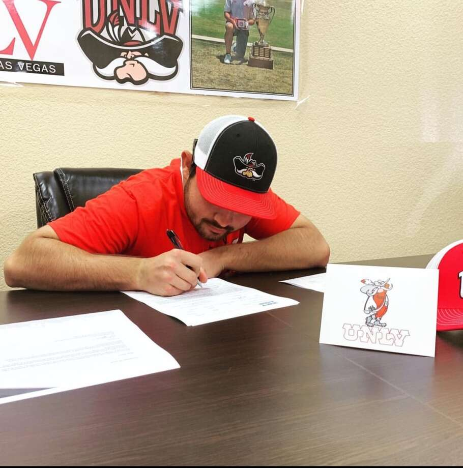 Midland College's JT Pittman signs his letter-of-intent to play golf at UNLV. Photo: Courtesy Photo