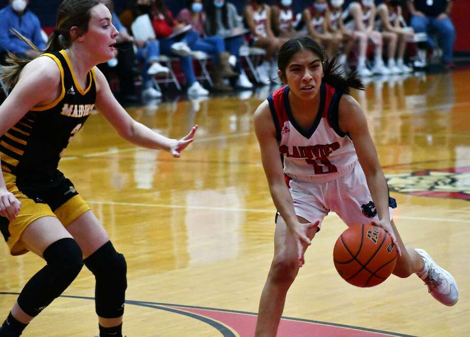 Plainview's Azaylee Santos takes a Seminole defender off the dribble during a 77-57 victory in a non-district girls basketball game on Dec. 1, 2020 in the Dog House at Plainview High School. Photo: Nathan Giese/Planview Herald