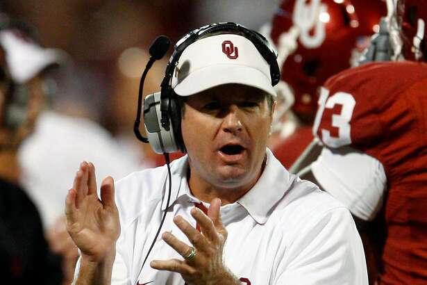 Oklahoma head coach Bob Stoops claps on the sidelines during the fourth quarter of an NCAA college football game against Iowa State in Norman, Okla., Saturday, Oct. 16, 2010. Oklahoma won 52-0. (AP Photo/Sue Ogrocki)