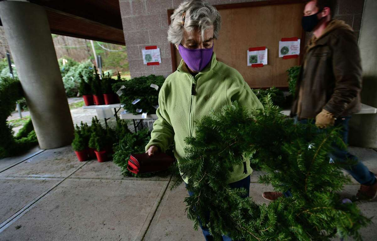 New Canaan resident Marianne Zarnik picks out a wreath.
