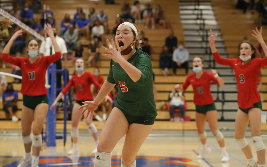 The Woodlands libero Jacqueline Lee (5) calls the ball out of bounds during the fifth set of a District 13-6A high school volleyball match at Grand Oaks High School, Tuesday, Oct. 20, 2020, in Spring. Photo: Jason Fochtman/Staff Photographer / 2020 © Houston Chronicle