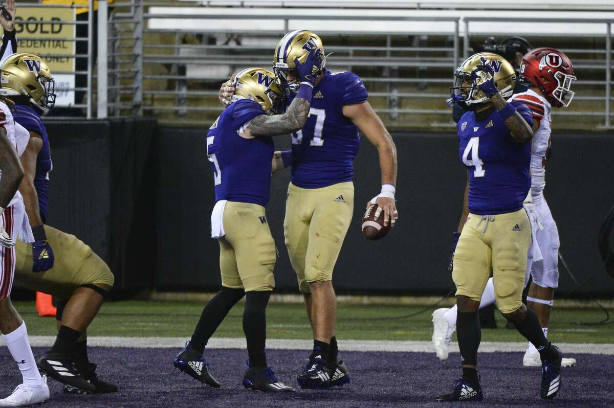 SEATTLE, WA - NOVEMBER 28: Washington Huskies tight end Cade Otton (87) celebrates his touchdown reception with teammates running back Sean McGrew (5) and wide receiver Terrell Bynum (4) during a PAC12 football game between the Utah Utes and the Washington Huskies on November 28, 2020, at Husky Stadium in Seattle, WA. The Huskies won the game 24-21. (Photo by Jeff Halstead/Icon Sportswire via Getty Images)