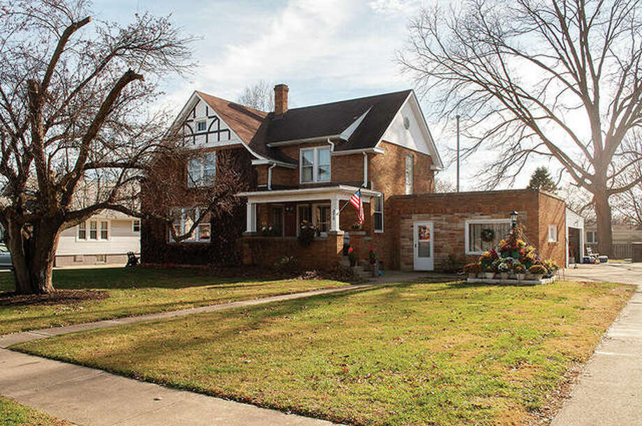 South Jacksonville is showcasing property at 275 E. Vandalia Road this week. The village identifies a house with curb appeal each week. This house features all-brick frontage, detailed windows with trim and a tree of colorful flowers for those passing by to enjoy. Photo: Darren Iozia | Journal-Courier