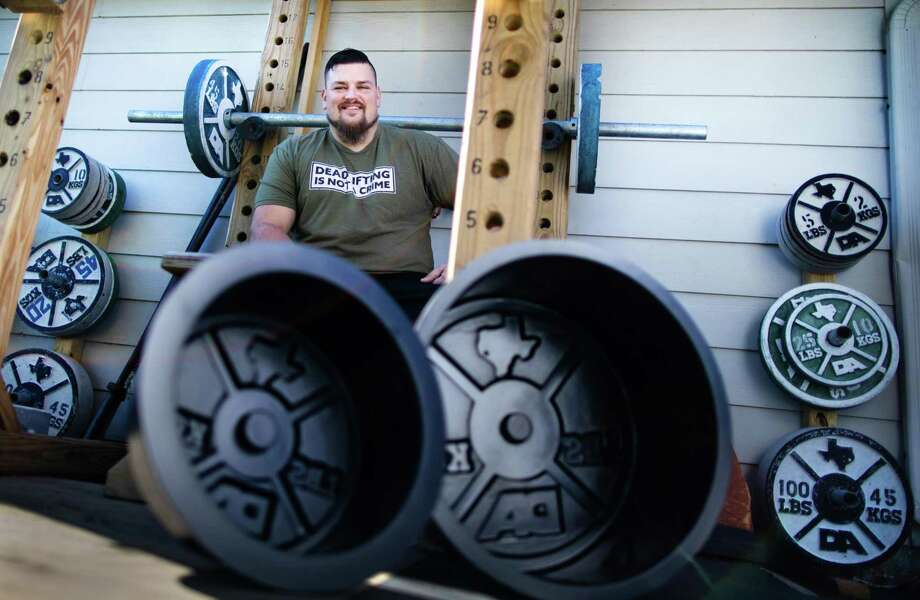 Dave Accardo, creator of weight plate mold for concrete weights at his home gym, Wednesday, Nov. 18, 2020, in Friendswood. His business Stix and Stone was created during the COVID-19 when people wanted to work out but couldn't find equipment. Photo: Marie D. De Jesús, Staff Photographer / © 2020 Houston Chronicle