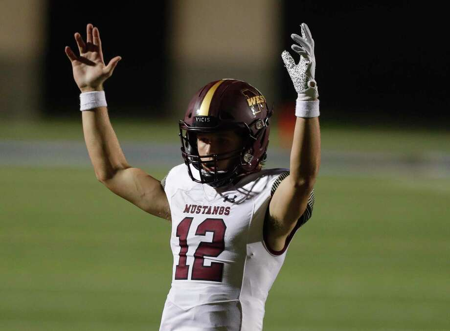 Magnolia West quarterback Brock Dalton (12) is hoping to lead his team to a playoff berth this week. Photo: Jason Fochtman, Houston Chronicle / Staff Photographer / 2020 © Houston Chronicle