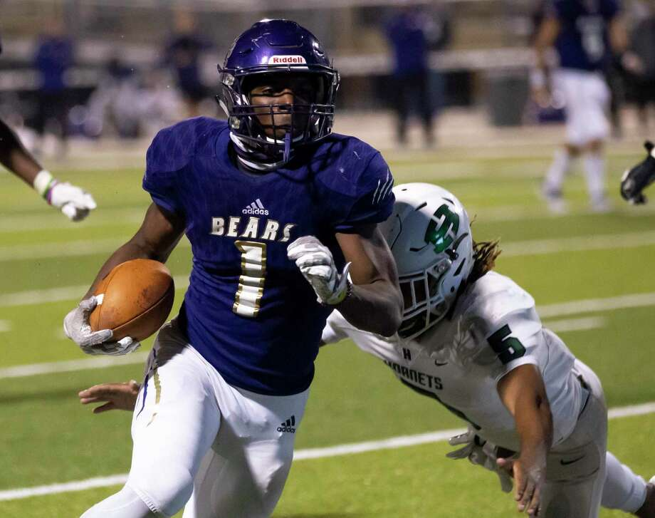 Montgomery running back Jalen Washington (1) and the Bears can clinch the No. 2 seed out of District 10-5A (Div. II) with a victory over Lake Creek. Photo: Gustavo Huerta, Houston Chronicle / Staff Photographer / 2020 © Houston Chronicle