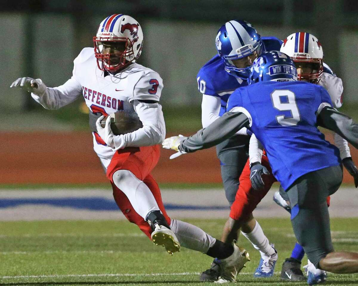 Albert Slaughter sidesteps tackler to pick up yards for the Mustangs as Jefferson plays Memorial at Edgewood Memorial Stadium on Dec. 3, 2020.