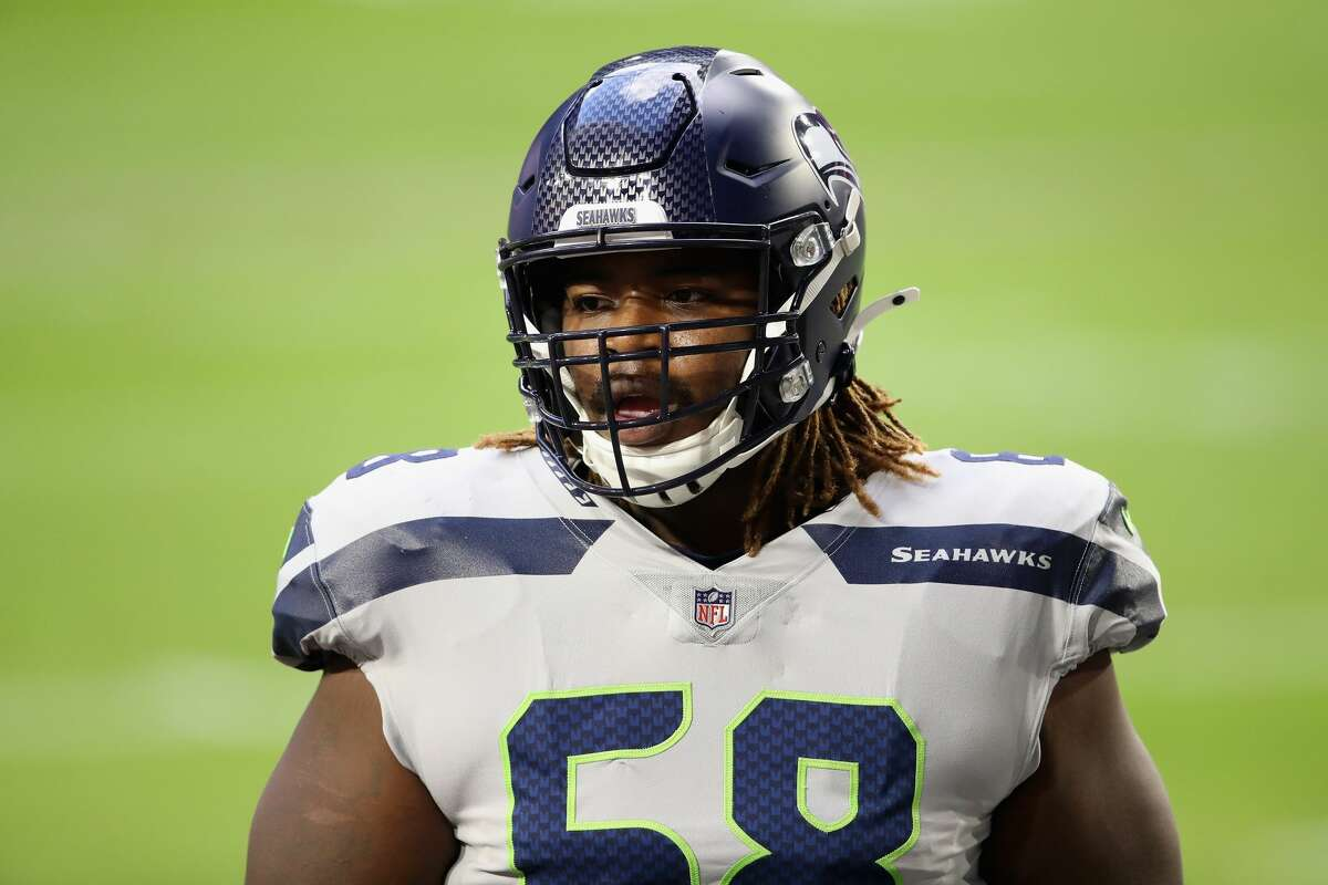 GLENDALE, ARIZONA - OCTOBER 25: Offensive guard Damien Lewis #68 of the Seattle Seahawks during the NFL game against the Arizona Cardinals at State Farm Stadium on October 25, 2020 in Glendale, Arizona. The Cardinals defeated the Seahawks 37-34 in overtime. (Photo by Christian Petersen/Getty Images)