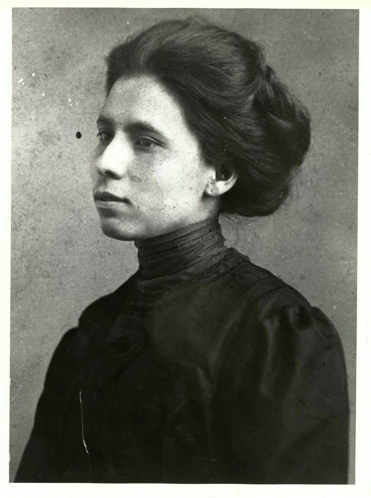 Jovita Idar was a journalist for La Cronica, her family's Laredo newspaper. She helped establish and lead the Liga Femenil Mexicanista, one of the earliest known 20th-century organizations of Mexican American women.