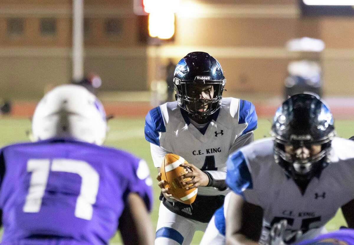 C.E. King quarterback Kameron Kincheon (4) calls out a play during the first quarter of a District 21-6A football game against Humble at Turner Stadium, Thursday, Dec. 3, 2020.