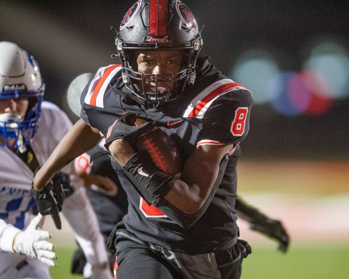 Titans Tony Brooks (8) carries the ball in the second quarter for his first touchdown of the game. The Port Arthur Memorial Titans played Friendswood Mustangs in the final game trying to finish their season undefeated. Photo made on December 4, 2020. Fran Ruchalski/The Enterprise