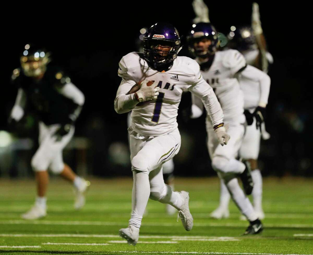 Montgomery running back Jalen Washington (1) runs for a 38-yard touchdown during the fourth quarter of a District 10-5A (Div. II) high school football game at MISD Stadium, Friday, Dec. 4, 2020, in Montgomery.