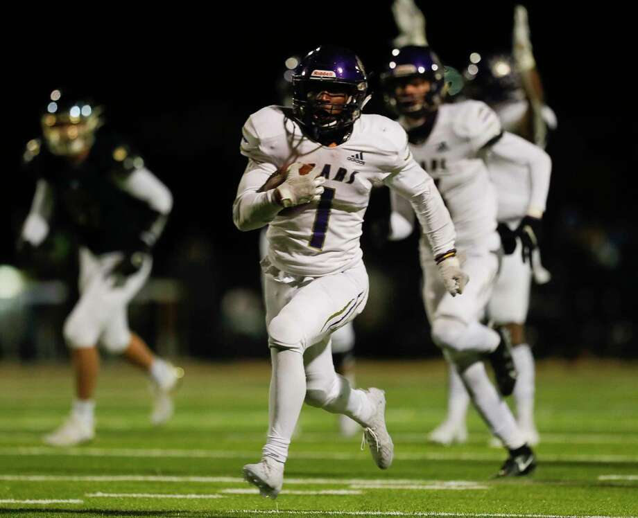 Montgomery running back Jalen Washington (1) runs for a 38-yard touchdown during the fourth quarter of a District 10-5A (Div. II) high school football game at MISD Stadium, Friday, Dec. 4, 2020, in Montgomery. Photo: Jason Fochtman, Houston Chronicle / Staff Photographer / 2020 © Houston Chronicle