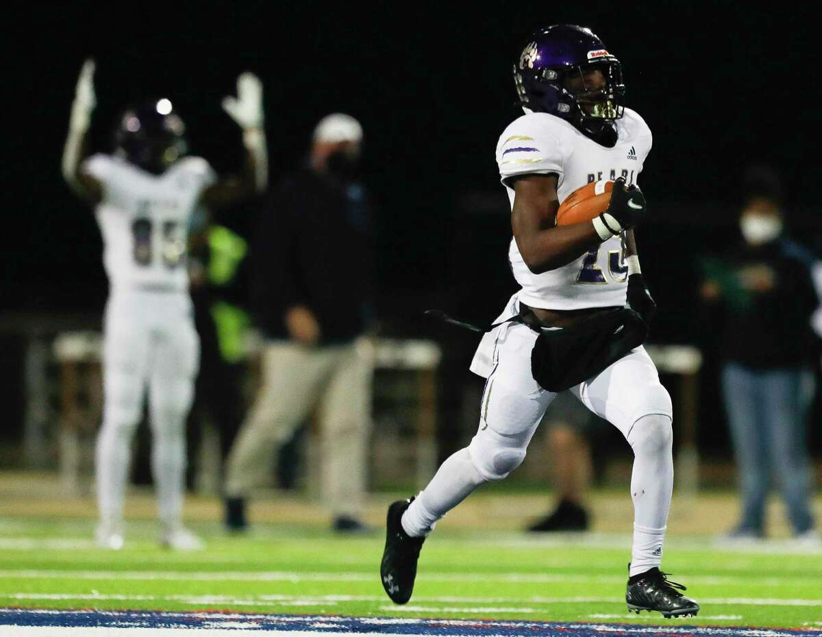 Montgomery running back Adavion Johnson (25) runs for a 66-yard gain during the second quarter of a District 10-5A (Div. II) high school football game at MISD Stadium, Friday, Dec. 4, 2020, in Montgomery.