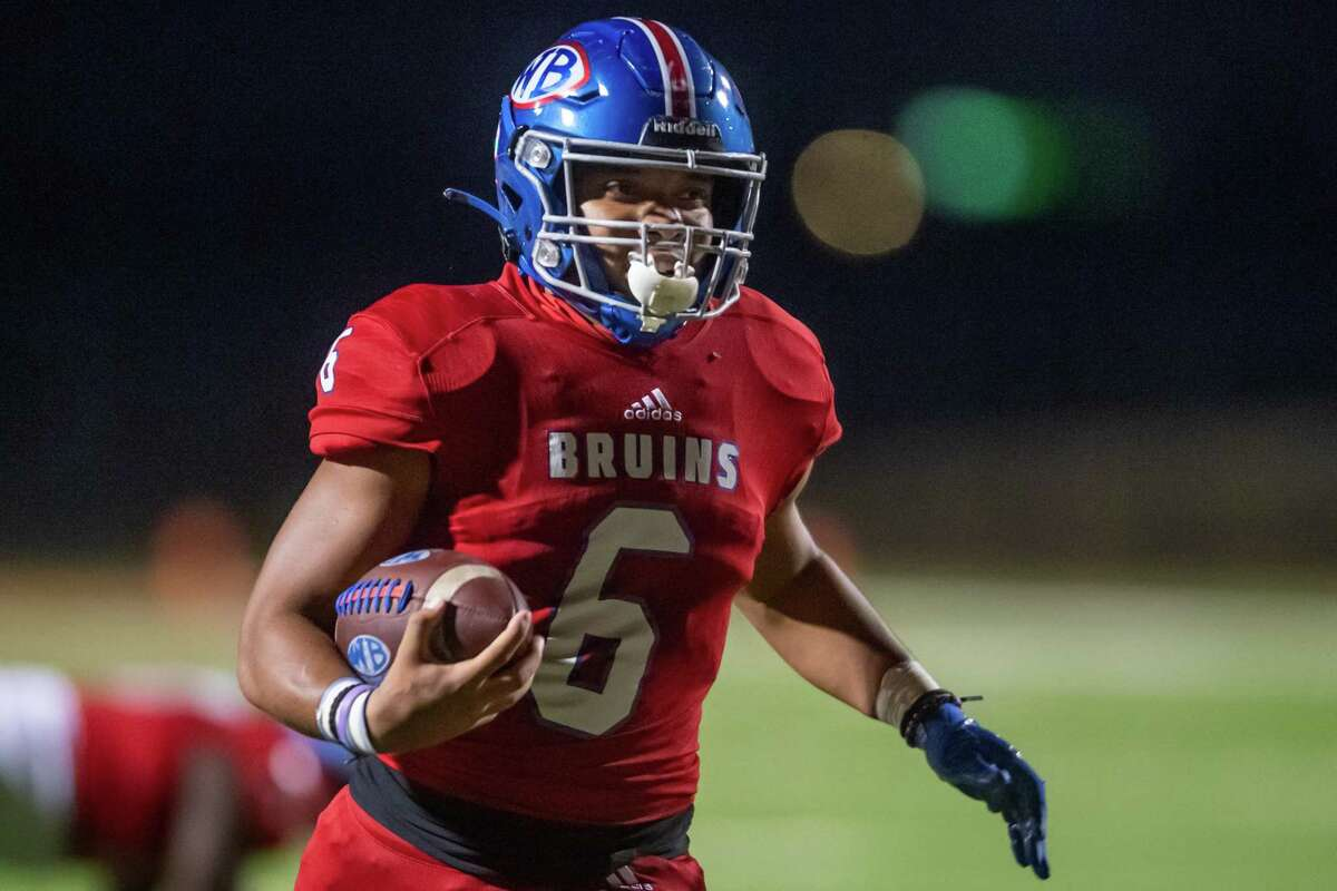 Bruins' Jordan Guidry (6) runs in his first touchdown in the first quarter. The West Brook Bruins shut down the Humble Wildcats at BISD Memorial Stadium on Friday night. Photo made on November 6, 2020. Fran Ruchalski/The Enterprise