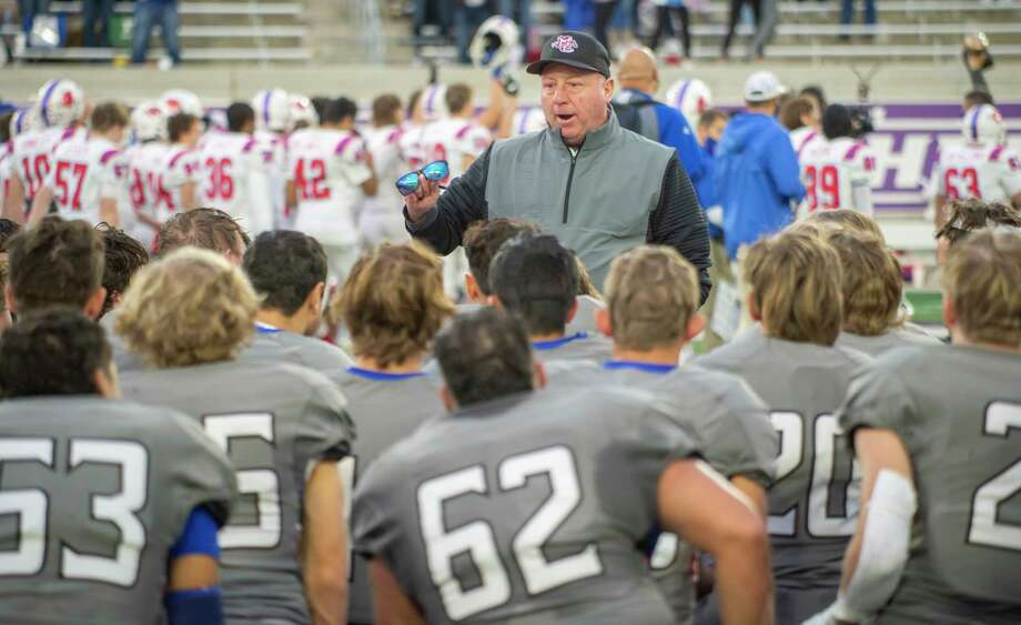 Midland Christian coach Greg McClendon talks with his players 12/05/2020 following a 41-7 loss to Dallas Parish Episcopal at Anthony Field on Abilene Christian University campus. Tim Fischer/Reporter-Telegram Photo: Tim Fischer, Midland Reporter-Telegram
