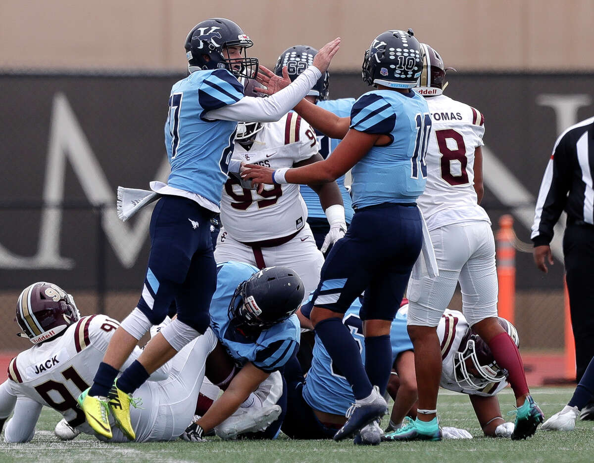 Kingwood kicker Kaden Wooster (87) reacts after making a 24-yard field goal during the first quarter of a District 21-6A high school football game at Turner Stadium, Saturday, Dec. 5, 2020, in Humble.