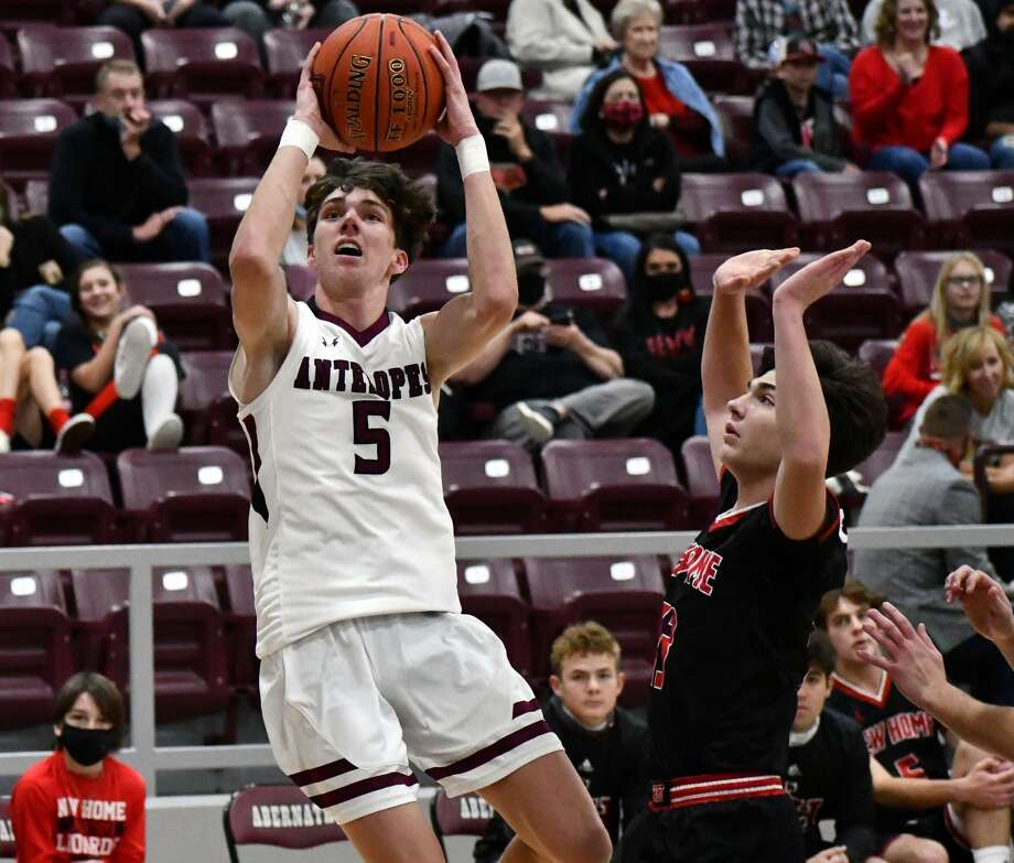 Abernathy hosted New Home in a basketball doubleheader on Nov. 5, 2020 at Abernathy High School. The Lady Lopes fell 40-34 and the Antelopes suffered a 61-53 defeat. Photo: Nathan Giese/Planview Herald